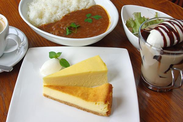 チーズケーキ2種盛り、自家製カレー、コーヒーゼリードリンク